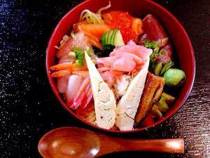 Restaurante japonés Daikichi en Alicante y su plato kaisendon